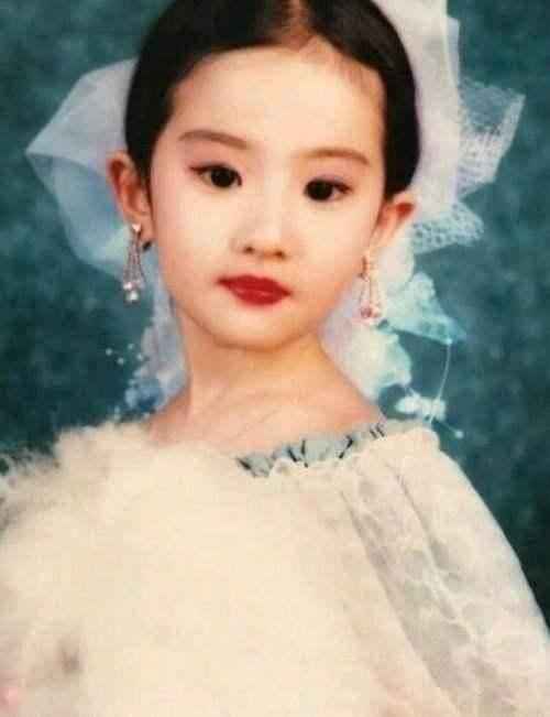 """""""天仙""""刘亦菲全家最丑?妈妈似高配奶茶妹妹,外婆美得风华绝代"""