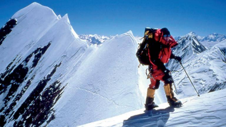 让-克里斯托夫·拉法耶(1965—2006年)是一位杰出的攀岩者,并于20世纪90年代成为向导。