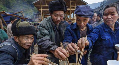 俗语:菜不摆三,筷不成五,席不成六,有何讲究?古人的饭桌礼仪