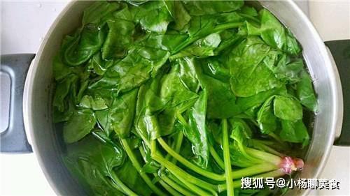 菠菜和它是一对,隔三差五食一次,补血嫩肤脸色好,50岁都不显老