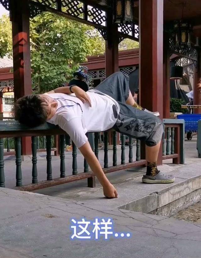 """陈佩斯儿子为""""小婉君""""金铭庆生,网友:30岁啃老,不干活只睡觉(图5)"""
