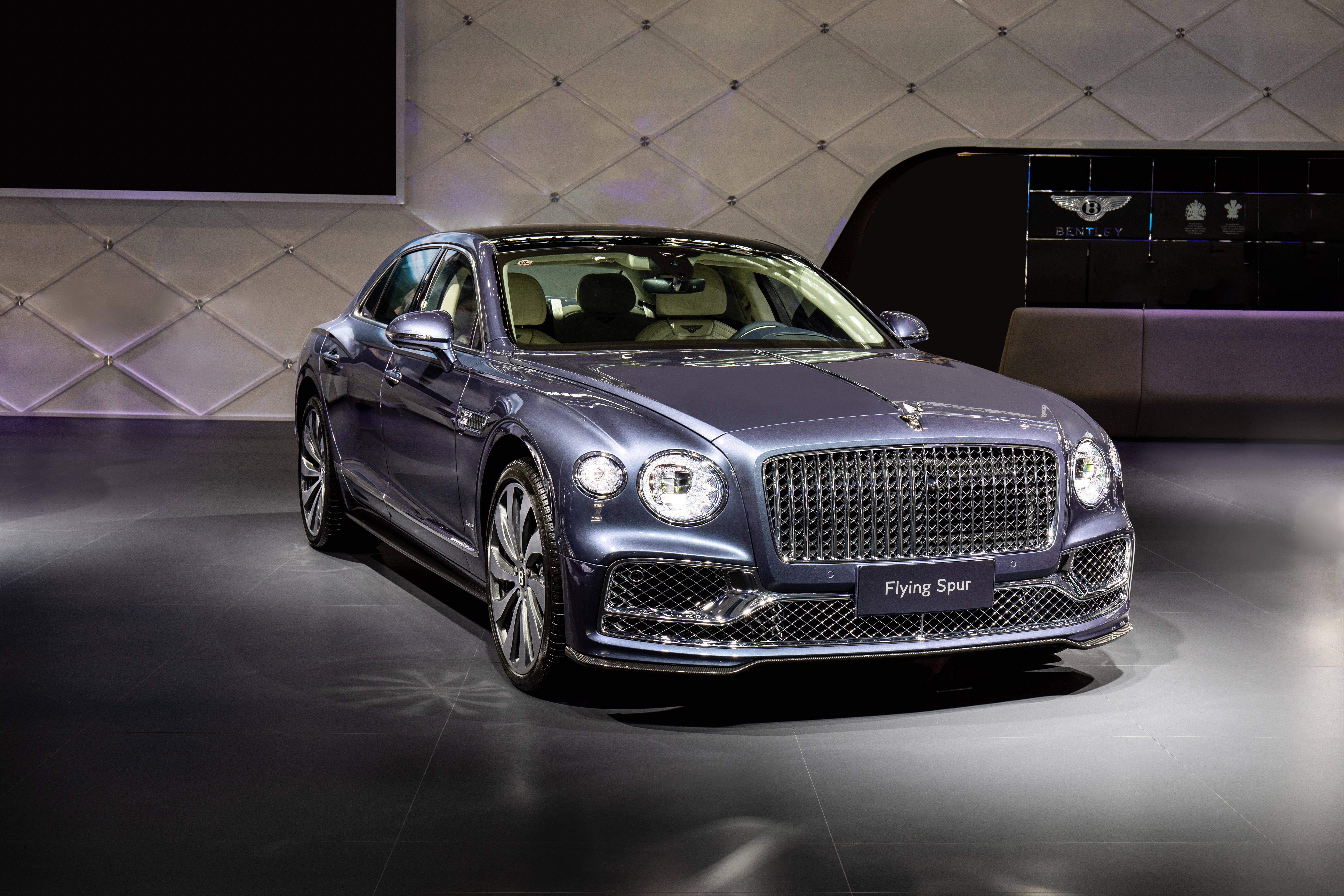宾利新添越与全新欧陆GT V8联袂登台,诠释奢华格调与澎湃动力