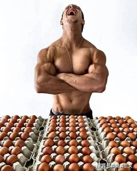 """鸡生巅峰:肌肉男对一只鸡""""一见钟情"""",结果……"""