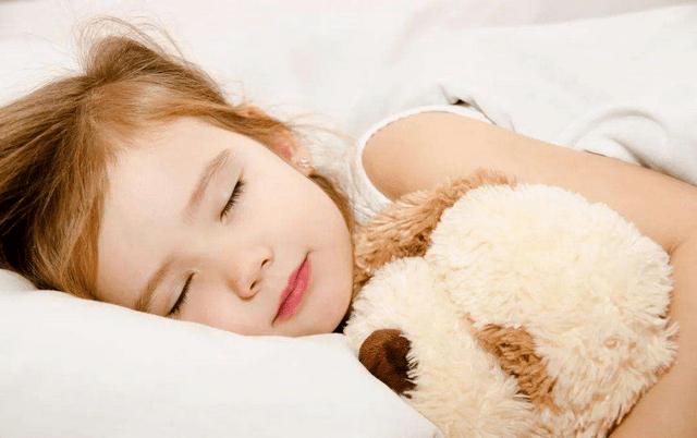 孩子早上不愿起床怎么办?这位爸爸的方法不错,孩子不再赖床了