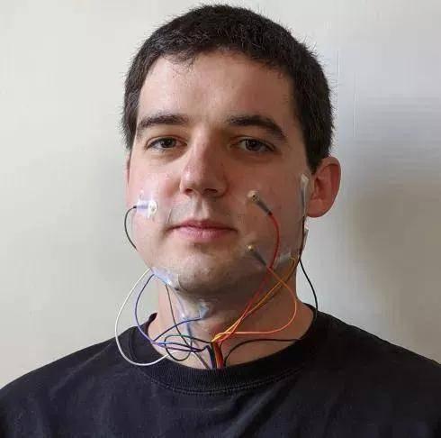 陈根:人工智能口语识别,无声也可交流