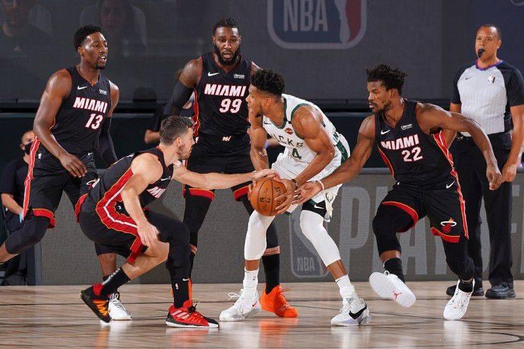 NBA新賽季總冠軍賽對陣賠率出爐:湖人公鹿被外界看好,籃網實力大增!-黑特籃球-NBA新聞影音圖片分享社區