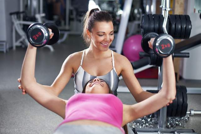 一个无腿卧推,让你突破卧推的瓶颈,练出更大胸肌!