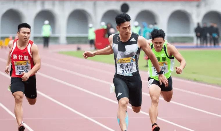 杨俊瀚百米跑出10秒13 排名亚洲赛季第3中国第一