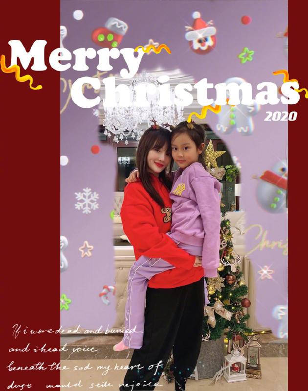 李小璐和女儿甜馨戴同款鹿角发箍十分温馨