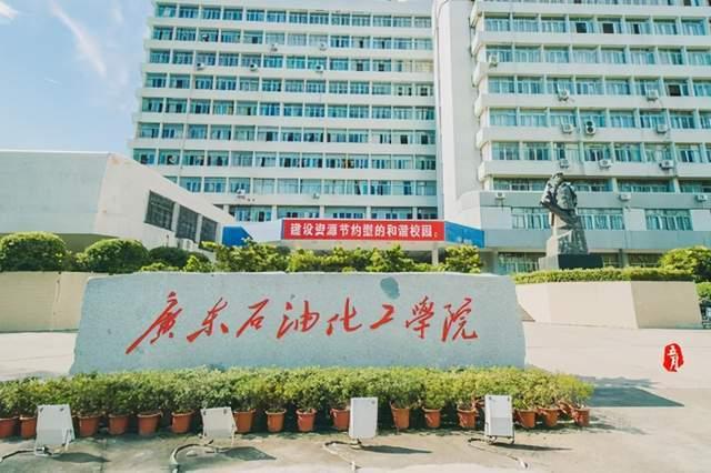 太过分!网曝广东某高校男生向两女生泼硫酸,女生受伤严重