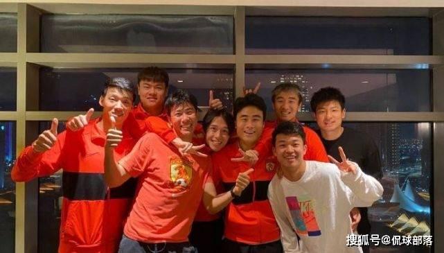 原创             恒大酝酿巨变!9人合同已到期,郑智+3大国脚领衔,6人离队在即