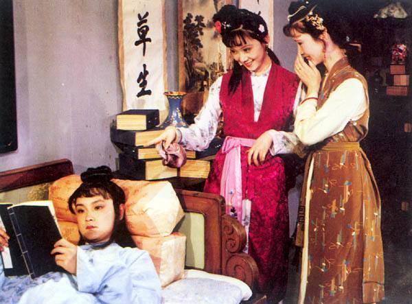 原来丫环和戏子也有春天。这两个人比宝玉、贾琏、刘香莲等都可靠