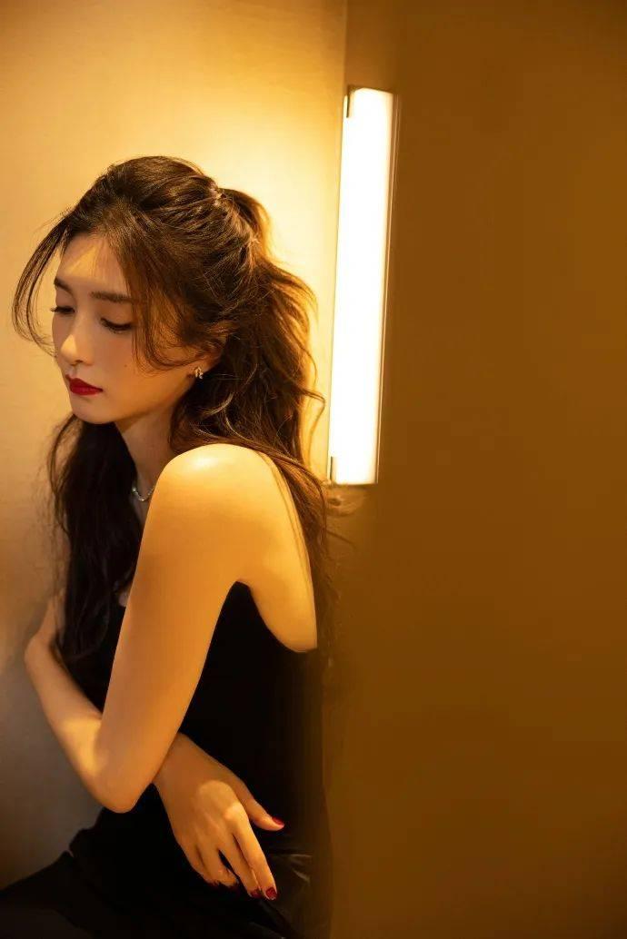原创             美女江疏影穿鱼尾长裙锁骨吸睛!雪肤娇嫩太性感撩人