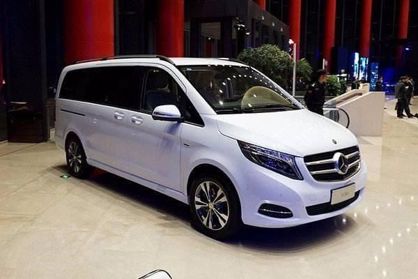天津港20辆奔驰威庭轿车,豪华舒适操控
