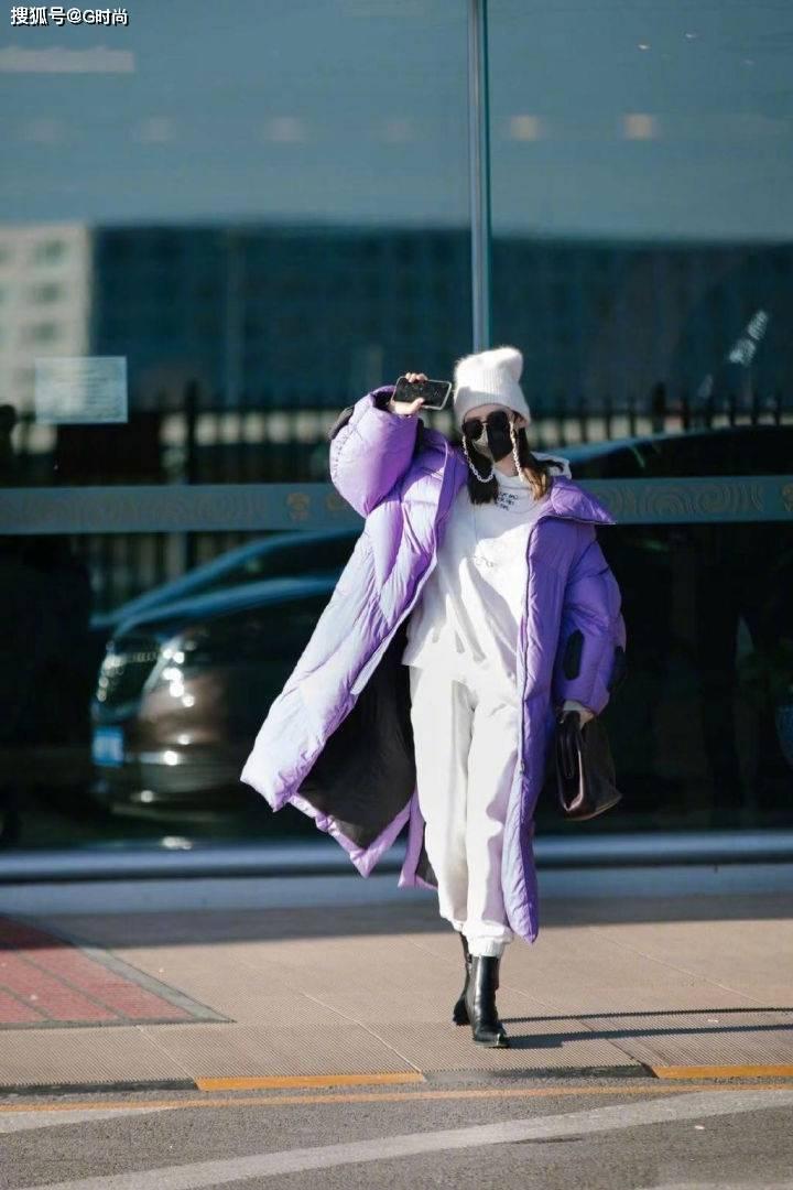 怎么才能将保暖利落的长款羽绒服穿出范呢!这样穿,优雅又精致