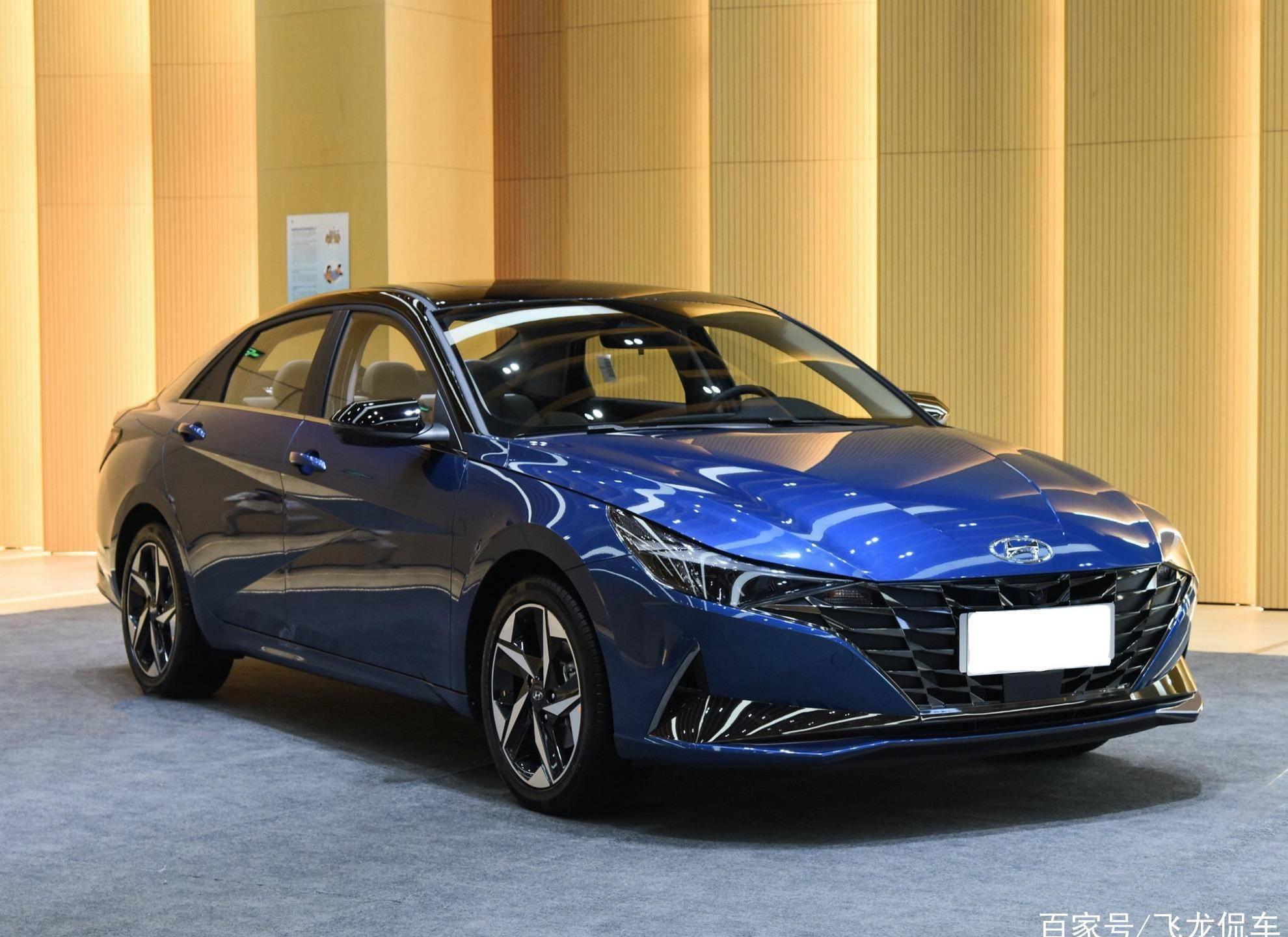 """韩国原装""""舒适家用车""""来了,空间接近B级车。无级变速器的油耗分别为4.9L和99,800"""