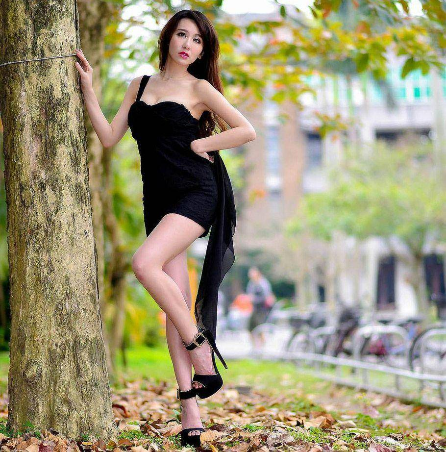 小姐姐爱穿包臀裙,穿出俏丽唯美范,尽显干练舒适魅力!