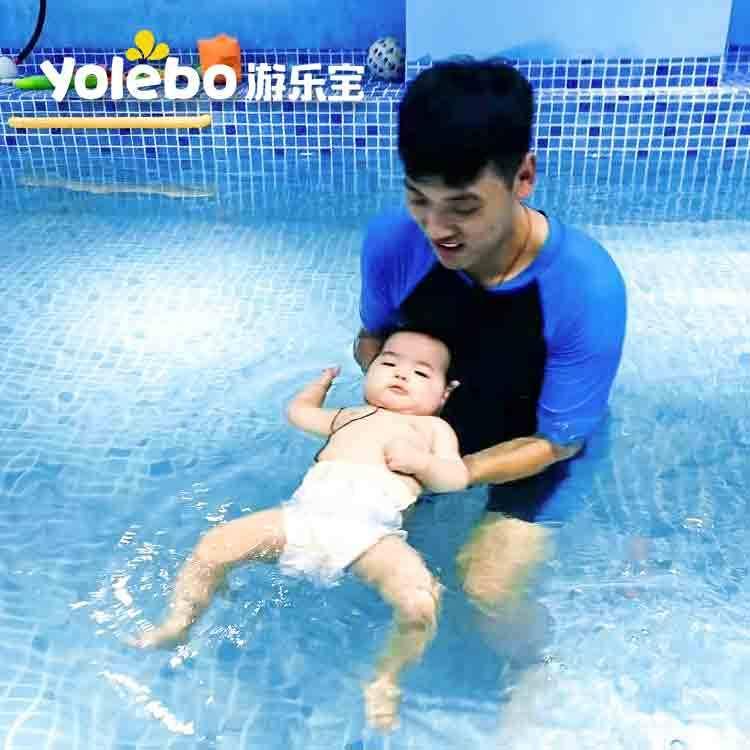 带孩子水育早教当然要去正规专业的婴儿游泳馆!