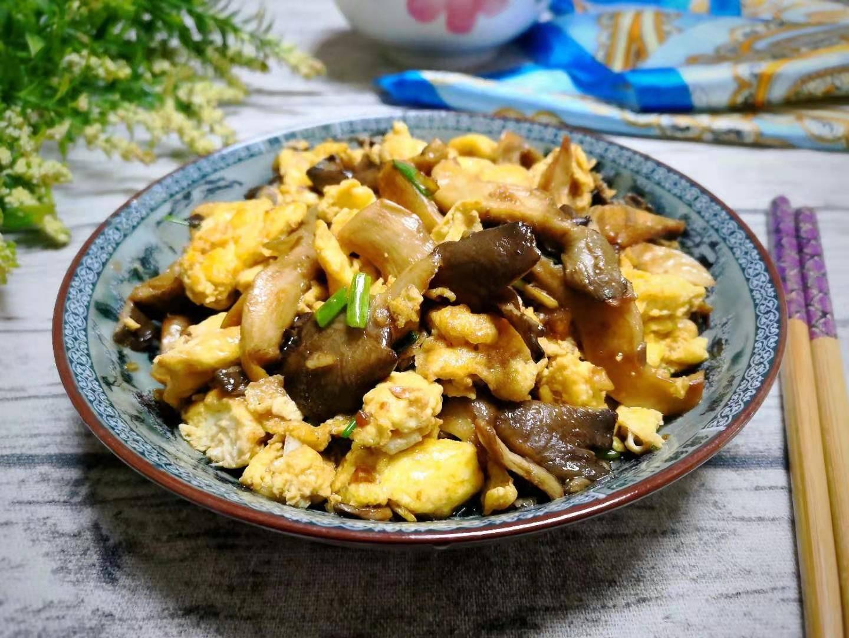 天冷,鸡蛋配它一起炒,鲜上加鲜,孩子多吃长身体,营养又实惠!