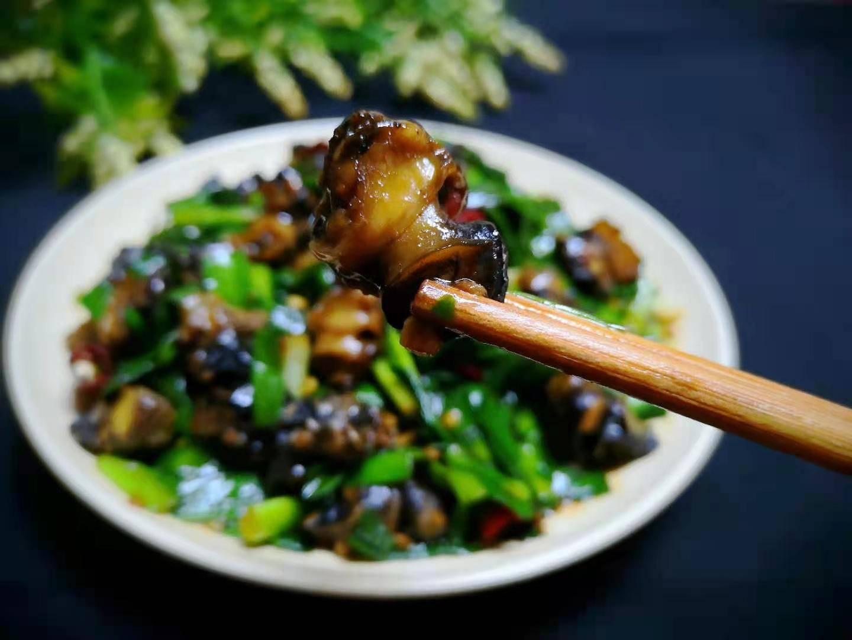 用它和韭菜一起炒,鲜上加鲜,8块钱炒一盘,鲜嫩爽脆家人爱吃!