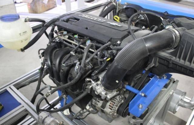 车发动机效率高低咋辨别?修车师傅教你一招:看排气管出水多少