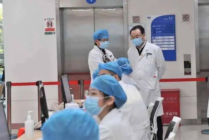 新征程,广医人再出发——元旦首日我院执行新冠肺炎疫苗接种任务  第2张