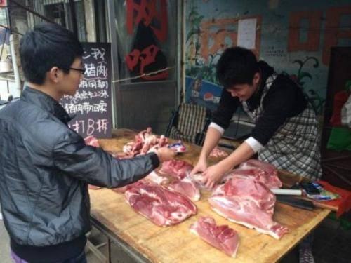 猪脖子太脏、有毒不能吃?营养师:错,真正不能吃的这5种猪肉