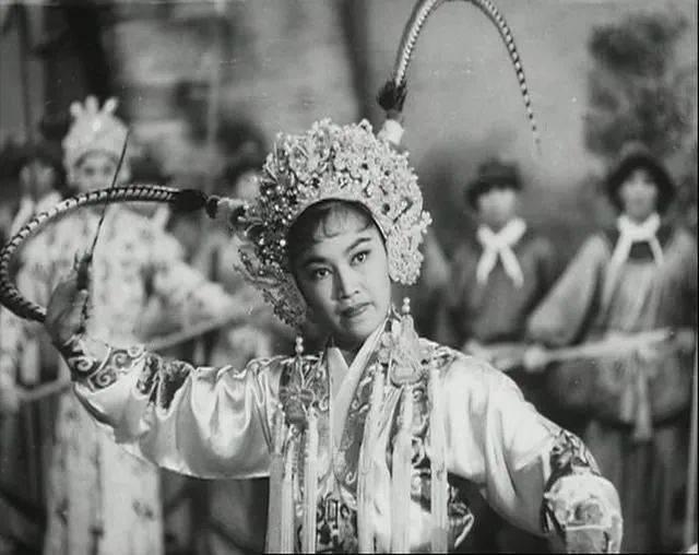 李香琴为女儿终生不再婚,女婿是老赌王儿子,曾买豪宅哄岳母开心  第10张