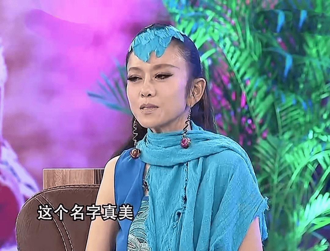 62岁杨丽萍不结婚生子,指甲太长不便搀扶老母亲,为了跳舞放弃这些值得吗  第13张