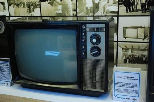 """为何80、90年代,每周二电视台都会停播,还会出现""""彩色图片""""?  第2张"""