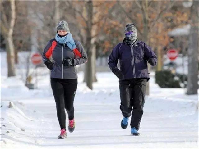 每天晨跑能增强体质?辟谣:不是所有人都适合晨跑,可能就有你