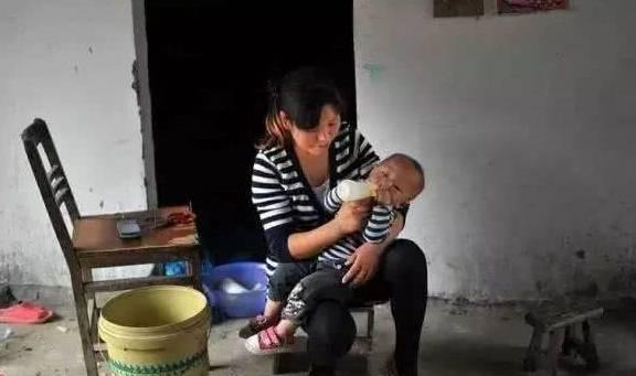 奶奶天天拿鸡蛋给七个月大的孙子吃,结果孩子急性食物中毒