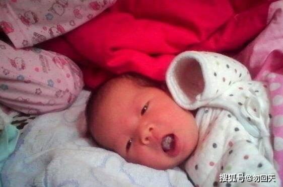 半岁的女童小肠全部坏死,送医检查得知原因,宝妈怒扇婆婆  第1张