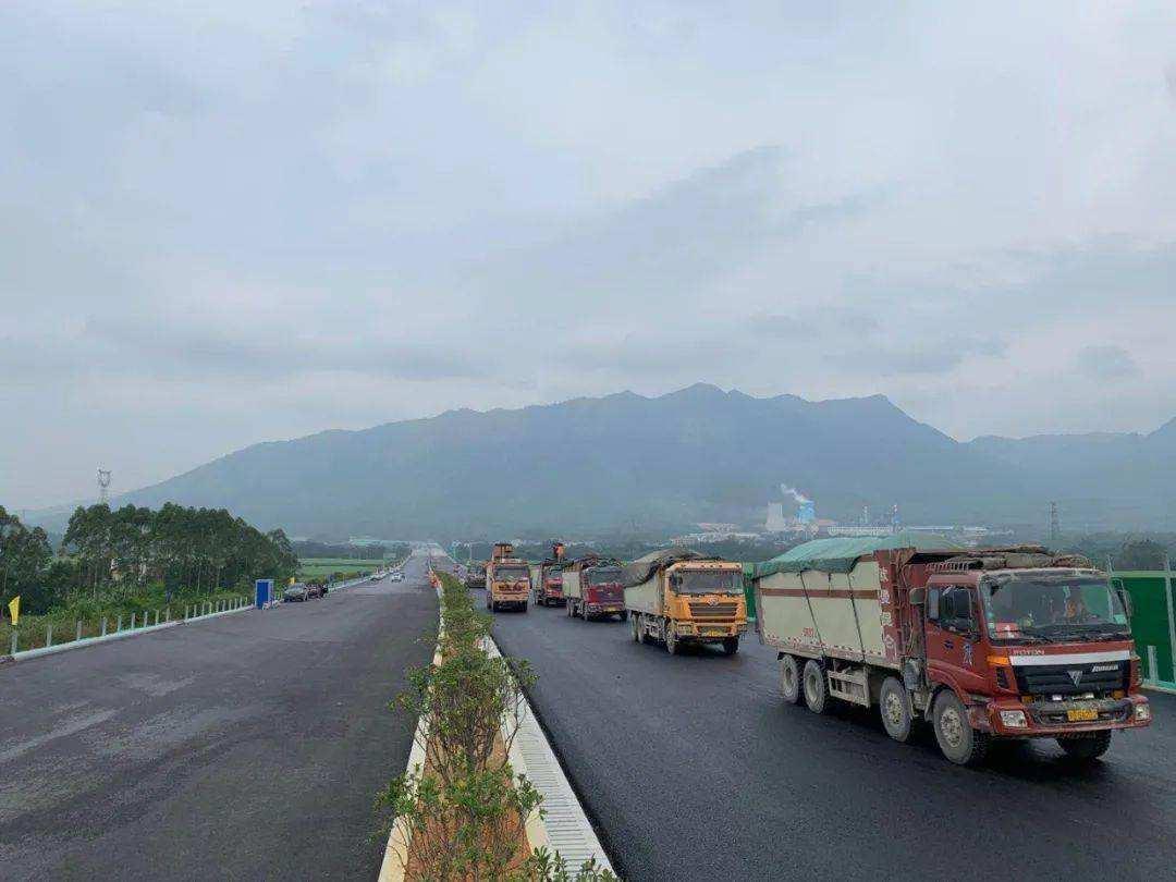 重庆修建时速100公里的高速公路,设15处互通式立交