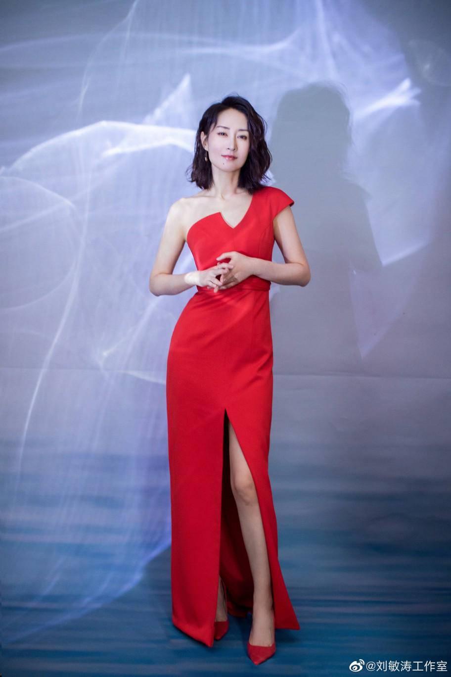 原创             刘敏涛表情管理太强了,红色高跟鞋后再出力作,动作夸张画面逗趣