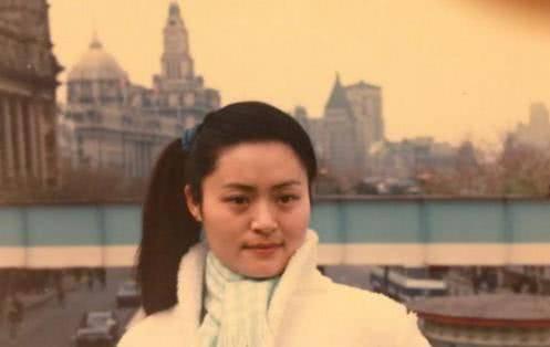 她曾比毛阿敏还火,破产后被亲弟打成脑震荡,如今62岁当保姆谋生