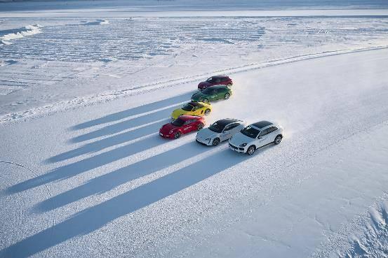 纯电动泰灿带领第10辆保时捷在风雪中挺进牙克石