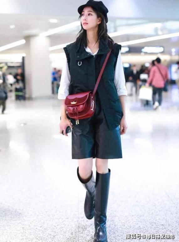 玲花过冬造型真接地气,羽绒马甲配彩虹毛衣,简约舒适又时髦