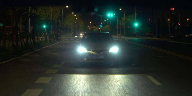 开车碰到对面开远光灯怎么办?老车主教你一招