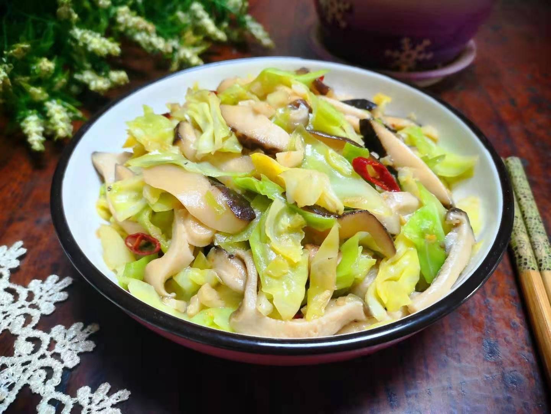 """原菇是""""黄金搭档""""。炒菜简单,营养丰富,香香可口,小朋友爱吃!"""