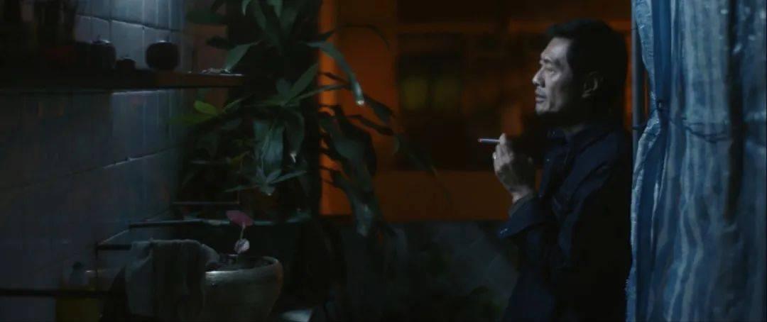 越老越有型!57岁前TVB男星黄德斌重回观众视野,40岁才有代表作  第3张