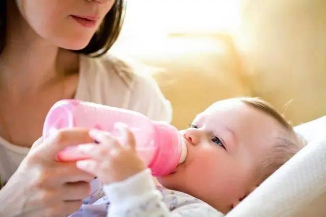 为什么宝宝喝奶总要剩一点?是吃饱了?错,原因没你想的那么简单