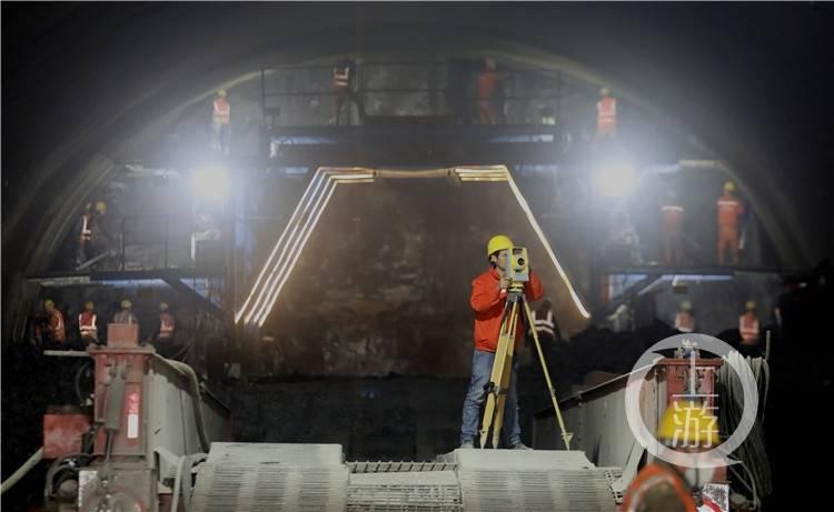 渝湘复线高速水江隧道出口双洞明洞完工 2023年贯通