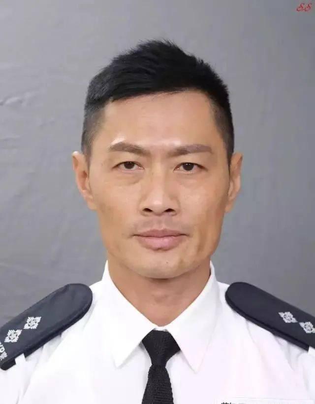越老越有型!57岁前TVB男星黄德斌重回观众视野,40岁才有代表作  第10张