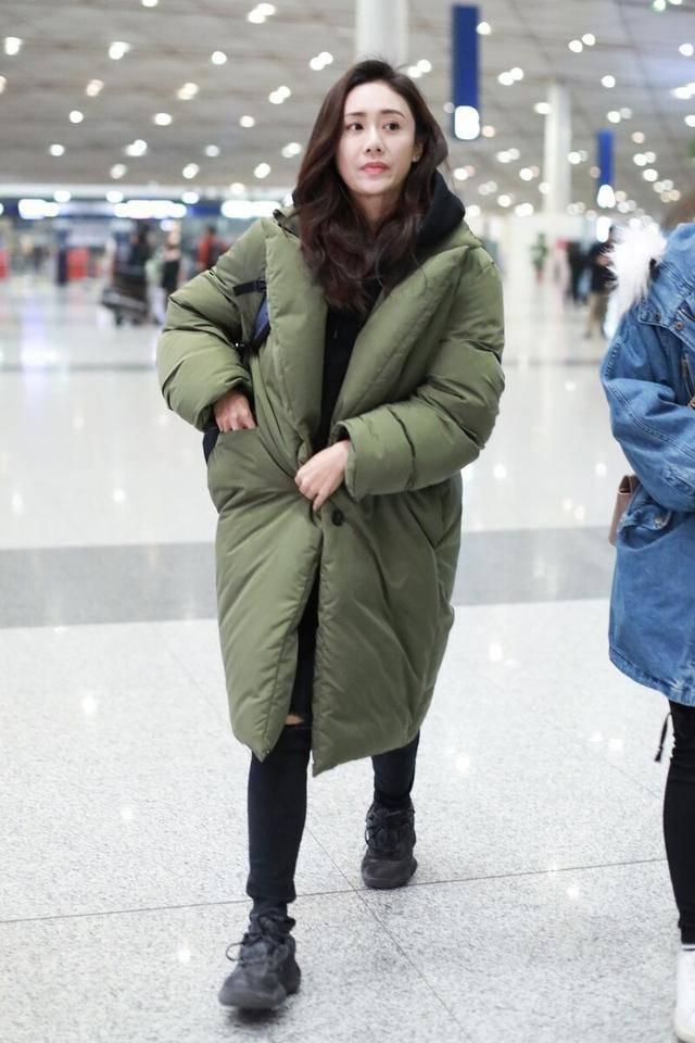 """原创             曾经被嫌弃的""""军大衣"""",如今成了最时髦的单品,明星都在抢着穿"""
