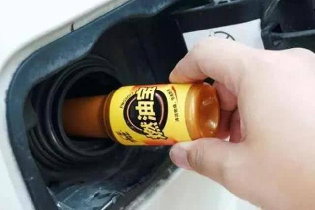 """原加油站推广的""""燃油宝""""有用吗?机械师说完后,就不再纠结了"""