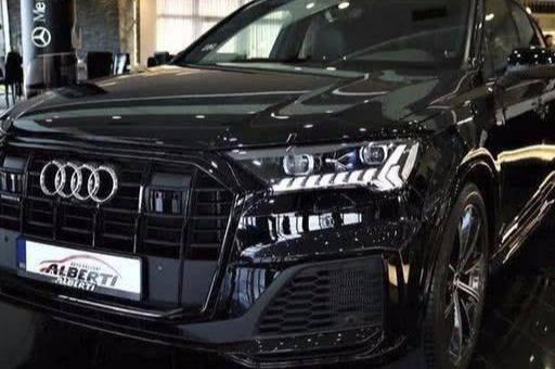 全新奥迪Q7原厂车到店,内饰全面升级,价值比GLE好