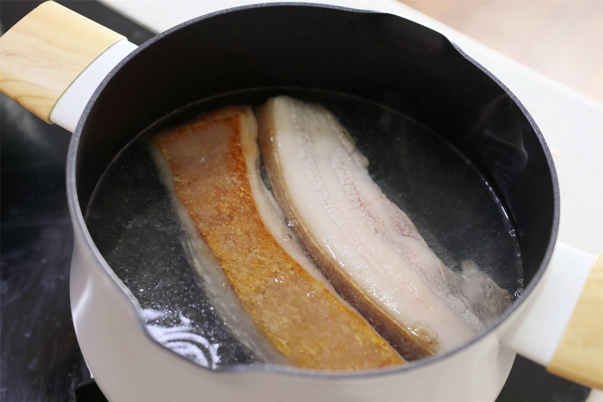 """做红烧肉,记住老一辈教的""""烧煮煎3部曲"""",软烂酥香,肥而不腻"""
