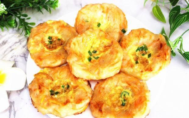 土豆搭配胡萝卜最好吃的做法 吃着比肉还香 当成早餐 全家爱吃【英亚体育app】