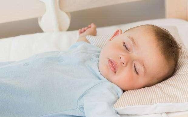 宝宝习惯奶睡怎么办?奶睡危害大,宝妈这样做让宝宝告别奶睡
